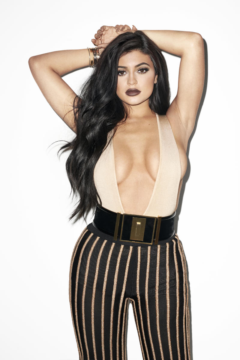 Kylie_Jenner_Galore_Mag_1_nud570-1