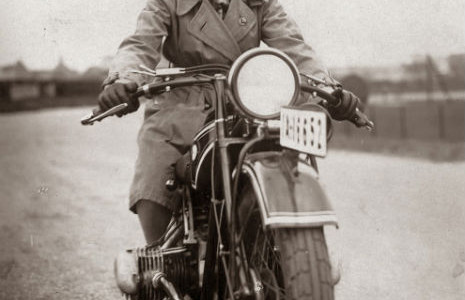 sdfsdfsdVintage_Photographs_of_Women_and_Motorcycles_(2)