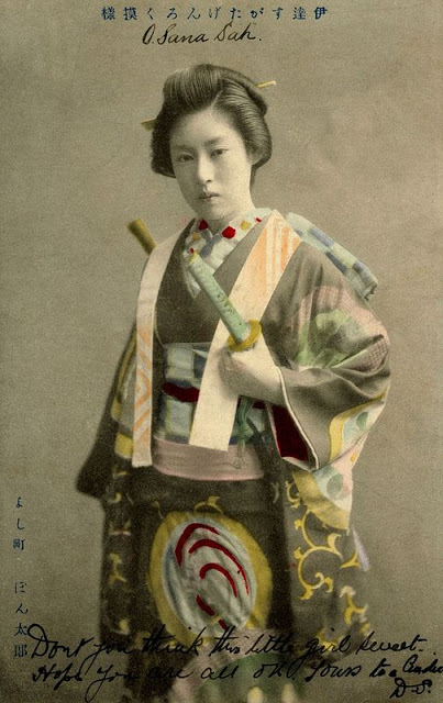 Vintage-Photos-of-Japanese-Ladies-with-Their-Katana-Swords-7