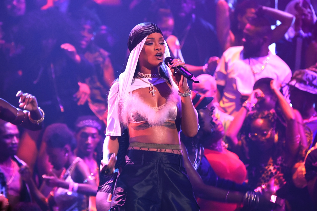 NEW YORK, NY - AUGUST 28: Rihanna performs onstage during the 2016 MTV Video Music Awards at Madison Square Garden on August 28, 2016 in New York City. (Photo by Larry Busacca/MTV1617/Getty Images for MTV)